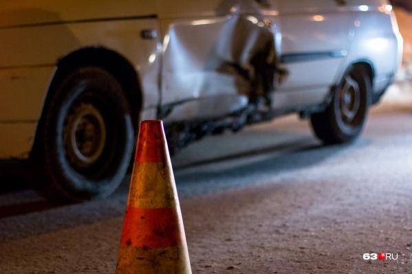 Инспекторы ГИБДД оградили место аварии