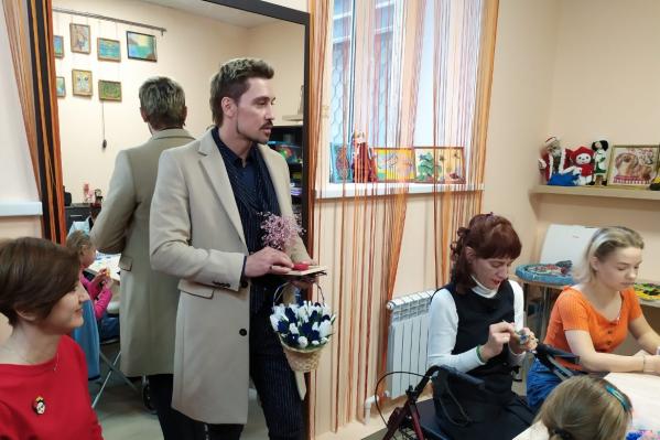 Дети-инвалиды подарили Билану свои поделки