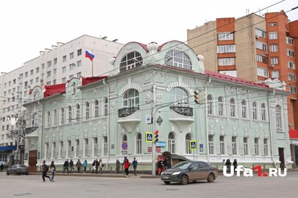 Дом на Пушкина, 86 со всех сторон выглядит привлекательно