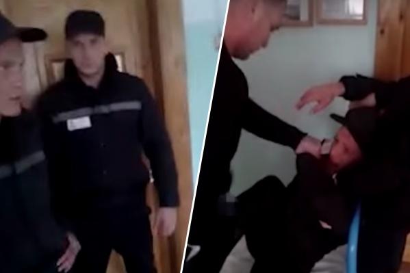 На видеозаписи двое мужчин издеваются над осужденным