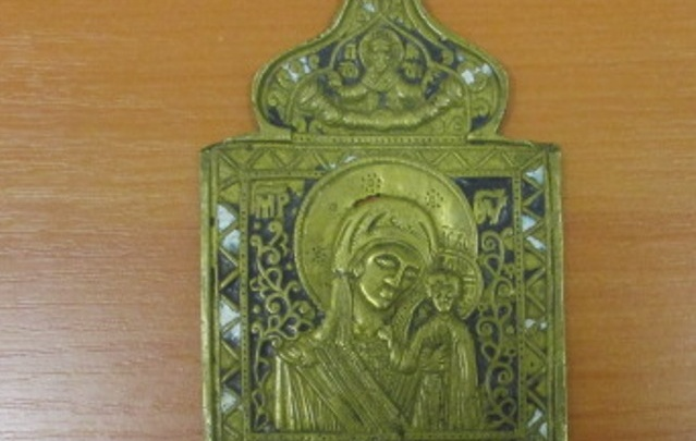 В Ростове задержали женщину, которая пыталась вывезти старинную икону в Прагу