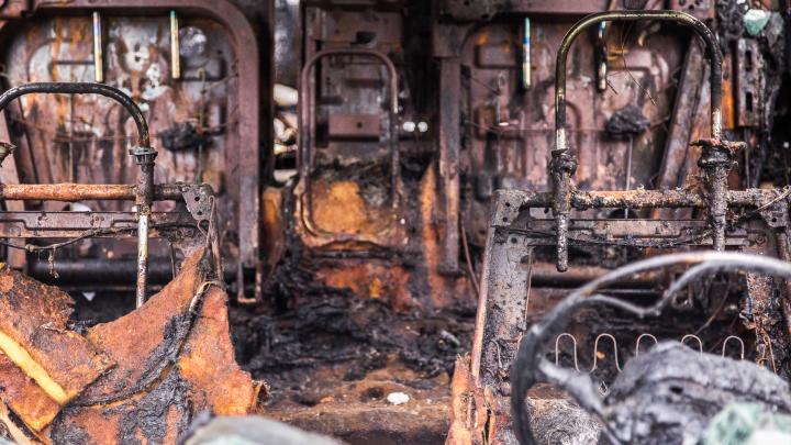 Обгорела до неузнаваемости: в Волгоградской области в сгоревшей машине обнаружили труп молодой женщины