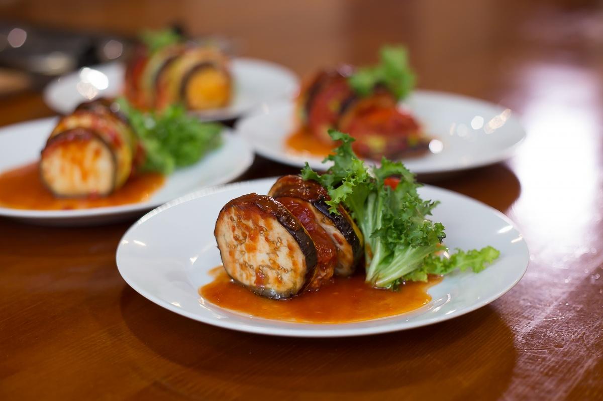 Сезонное блюдо мы приготовили из свежих овощей и куриного фарша