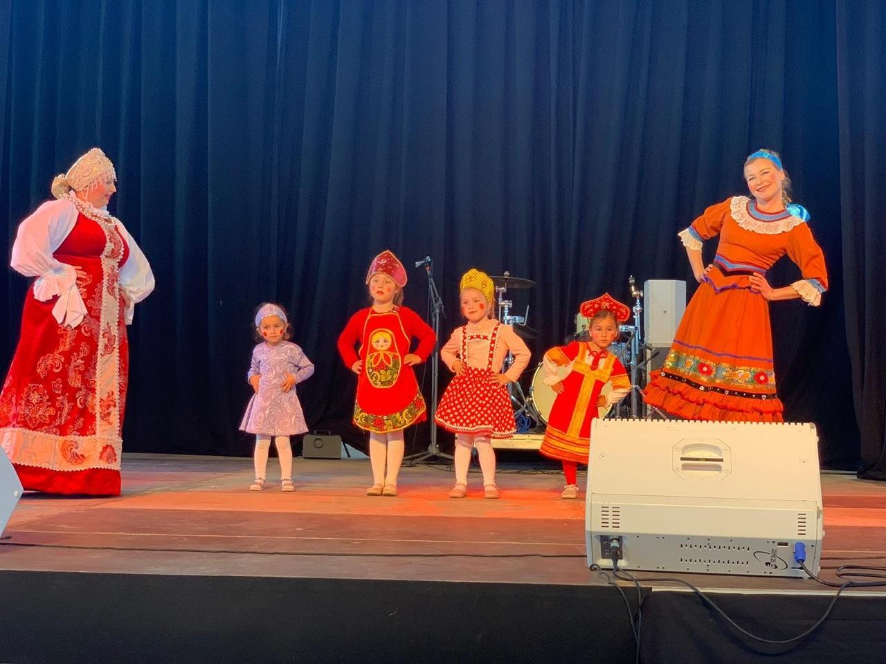 Русская школа «Солнышко» выступает на празднике Балеарских островов