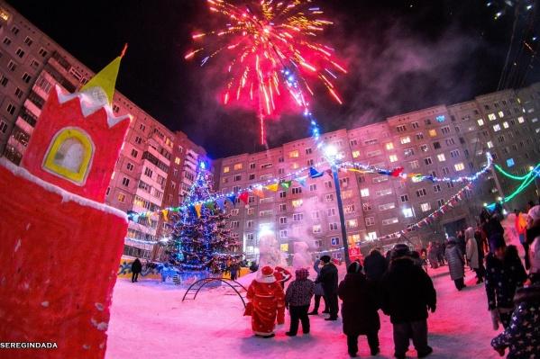 Во всех омских дворах в новогоднюю ночь взрывали салюты. К сожалению, обойтись без происшествий не удалось