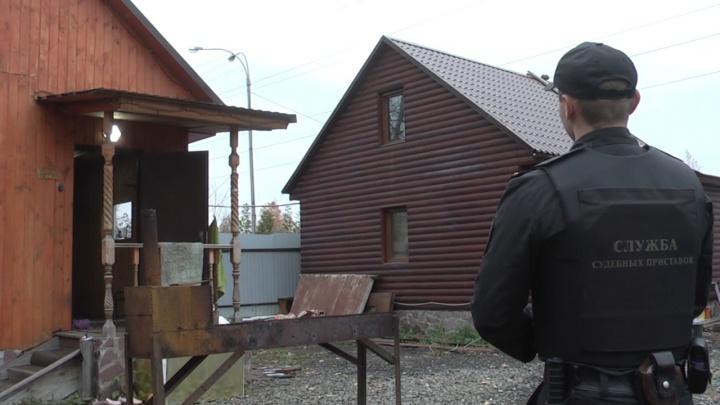 В екатеринбургской бане за долги арестовали кожаный диван и барную стойку
