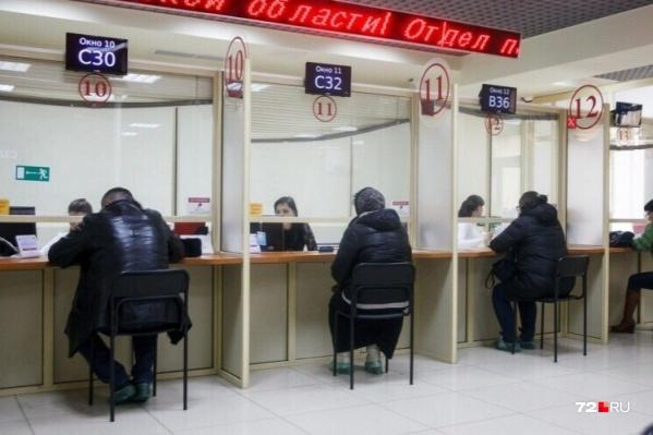 Под массовые сокращения в ближайшие месяцы попадут страховщики и финансовые работники