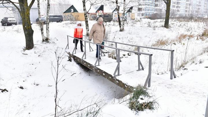 «Для удобства жителей»: в Ярославле отремонтировали мост через канаву