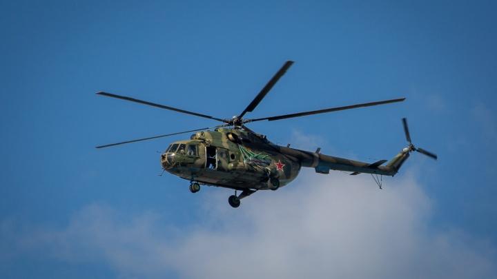 Военный вертолёт сделал несколько кругов над Новосибирском