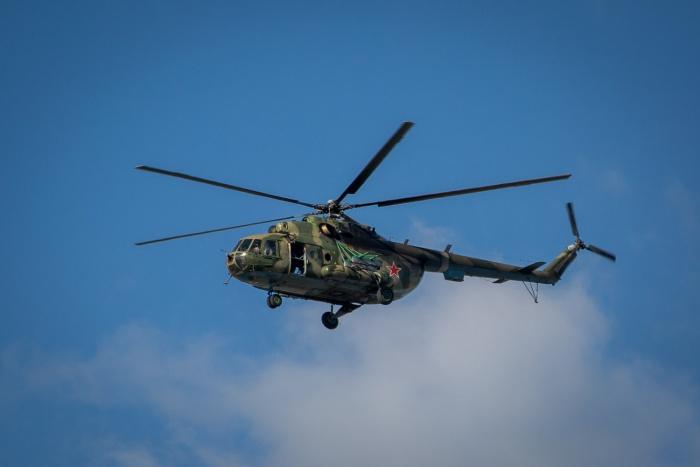 В небе над Новосибирском пролетел военный вертолёт Ми-8