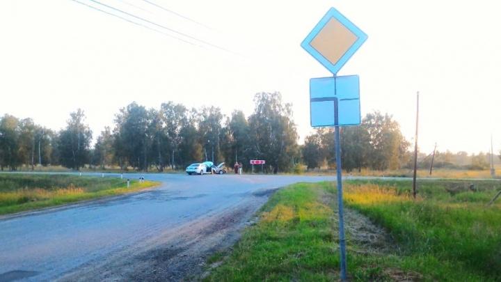 Знак-невидимка разбил KIA и Mercedes: кто ответит за аварию с двумя невиновными водителями