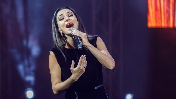 «Виноват федеральный закон»: в Волгограде певица Зара заработала в 15 раз больше Криштиану Роналду