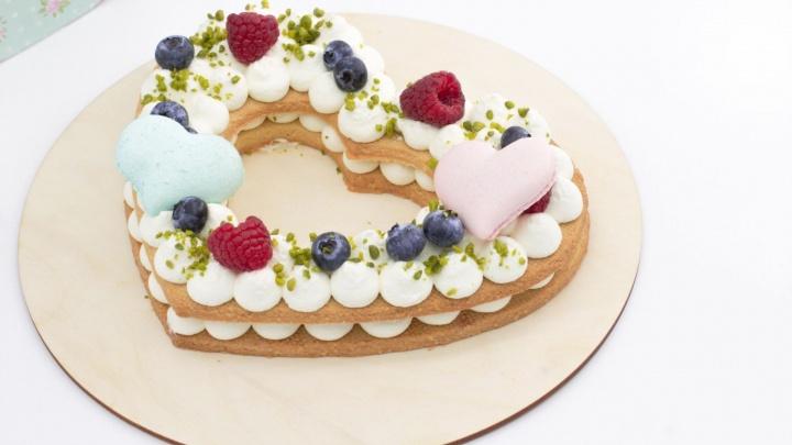 Добавили клубнички: известное кафе подготовило к 14 февраля бесплатную дегустацию сладких подарков