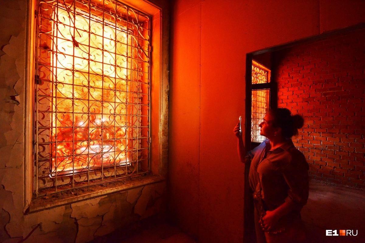 Свет в комнатах порой мистический