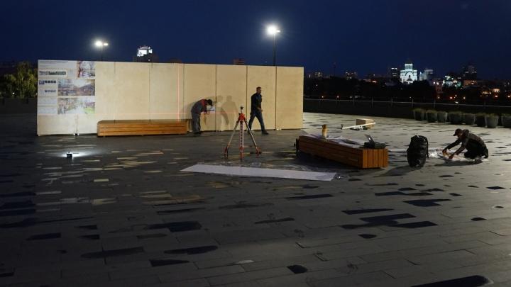 Смотрите, что с нами сделают москвичи: у Ельцин-центра поставили гигантский макет новой набережной Исети