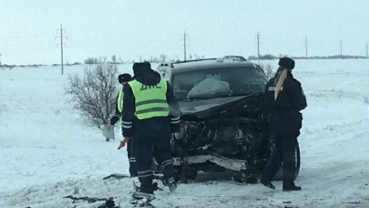 Toyota Land Cruiser смяла Lada XRAY в Челябинской области, водитель «Лады» погиб