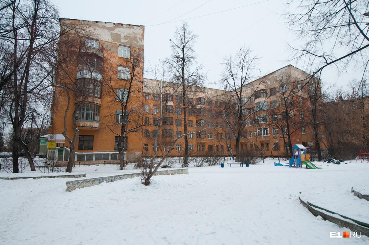Это здание детского сада, сейчас здесь просто административный корпус