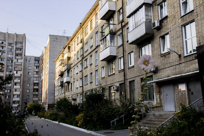 Старая пятиэтажка на Советской, 99 осталась без части фундамента и отопления