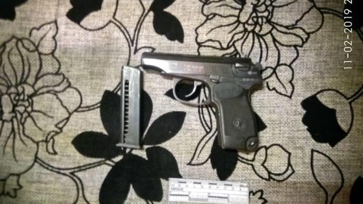 Правоохранители изъяли у уральца целый арсенал: гранату, ружья, 3 килограмма взрывчатки и детонаторы