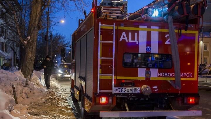 В Ленинском районе загорелась квартира: двое пострадавших в крайне тяжёлом состоянии