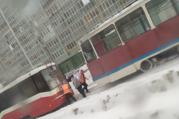 Происшествие на какое-то время парализовало движение трамваев по Троллейной