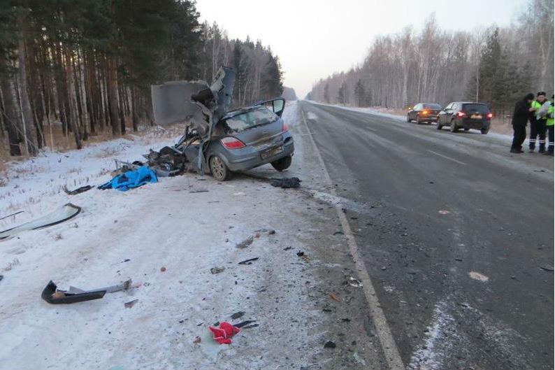 Один погиб, троих увезли в больницу с переломами