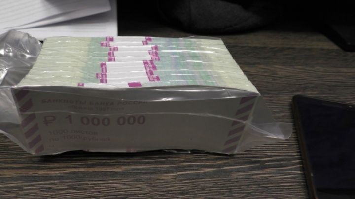 Пенсионерка во дворе дома отдала «целительнице» миллион за снятие порчи