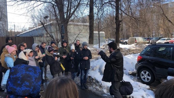 Главу штаба Навального Леонида Волкова выпустили после 30 суток ареста