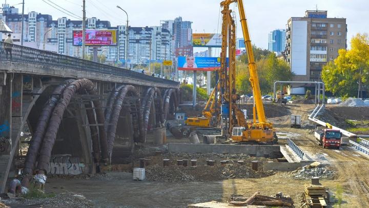 """Зачем медлить: сервис Яндекс.Карты """"снёс"""" половину Макаровского моста"""