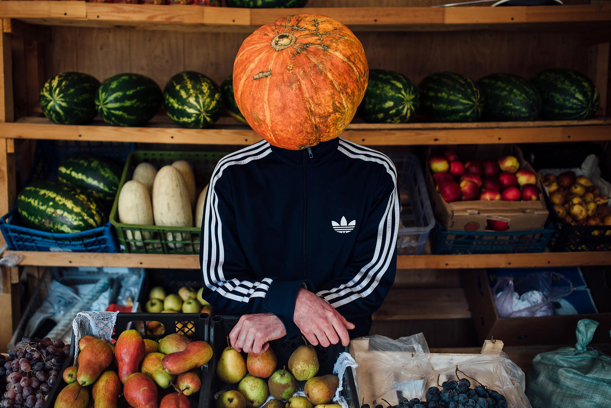 Продавцы на Октябрьском рынке приняли Тыкваря как гостя
