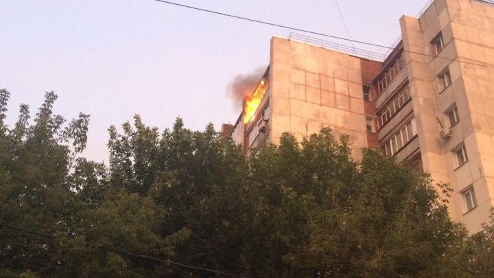 Пожар в Уфе: огнем охвачена квартира в многоэтажке