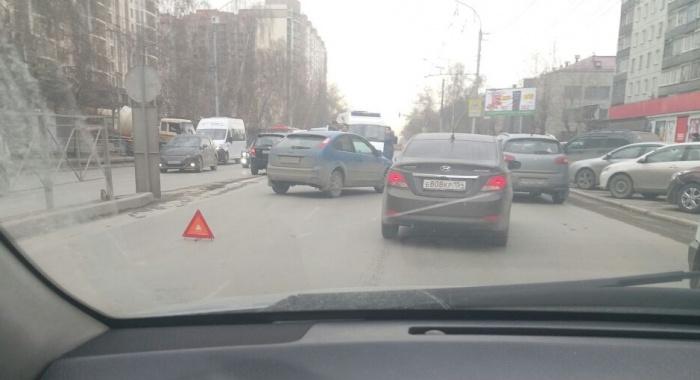 Пешеходного перехода вблизи места аварии нет