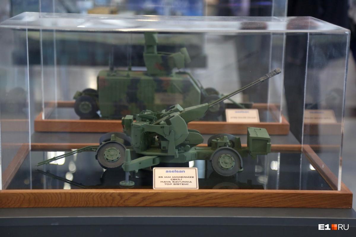 Так выглядит турецкая военная техника в миниатюре. Увидеть ее можно в павильоне страны-партнера «Иннопрома» этого года — Турции