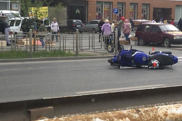 Пешеходы, в которых влетел мотоцикл, отделались ушибами