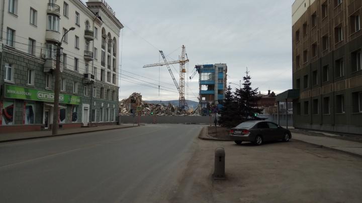 Строители снесли легендарную проходную комбайнового завода