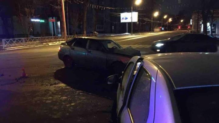 В ночном ДТП в центре Ярославля пострадали четыре человека