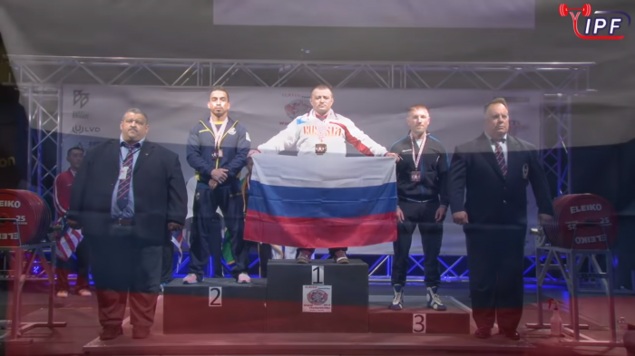 На счету Федосиенко шесть побед на чемпионатах мира по классическому пауэрлифтингуи 12 побед на чемпионатх мира по пауэрлифтингу в экипировке