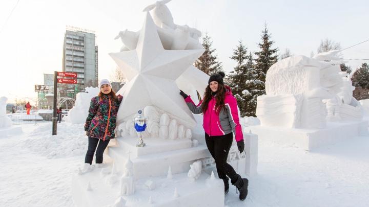 «Ночные ведьмы» и «Мирное небо»: за что наградили победителей фестиваля снежных скульптур