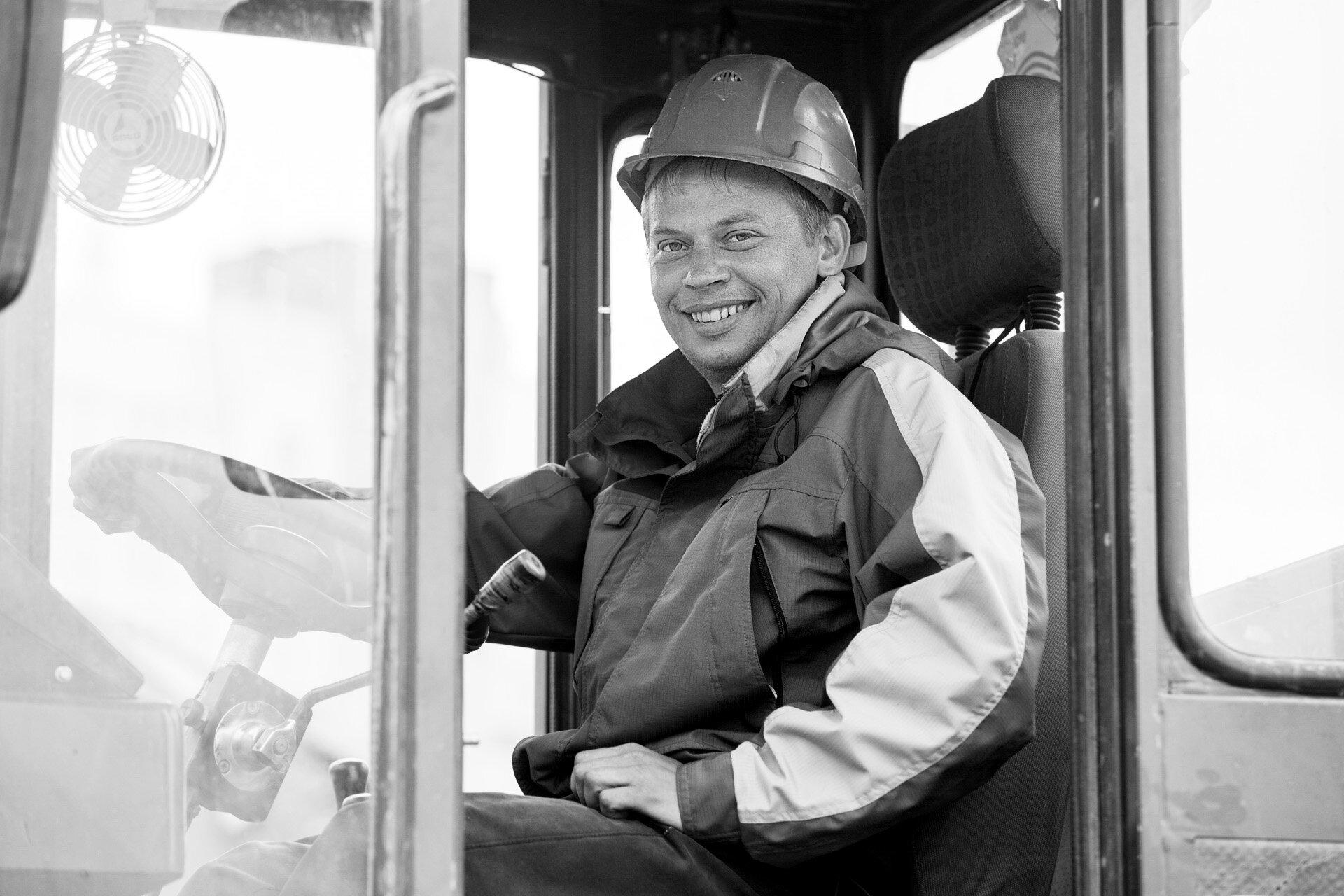 Сергей, 27 лет, машинист погрузчика