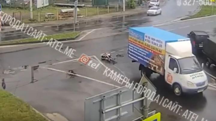 В Рыбинске велосипедист на полном ходу влетел в «Газель»