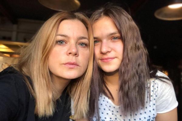 Ирина Пегова с дочерью Таней очень похожи