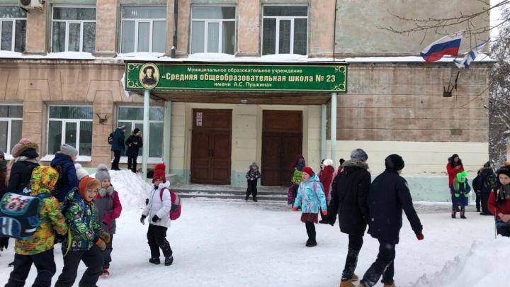 «Посторонних предметов нигде не обнаружено»: школы Архангельска вернутся в обычный режим завтра