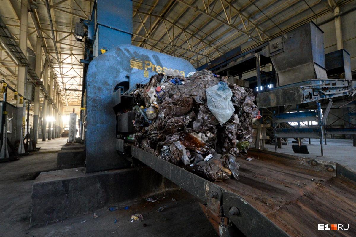 Цех мусоросортировочного завода на Широкой Речке