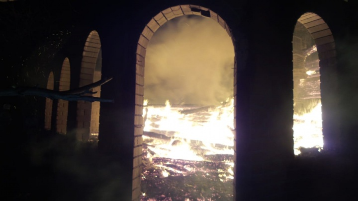 «Здесь ходит пироман»: на Московском тракте снова начали гореть дома