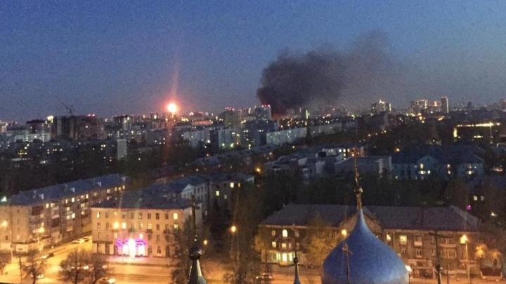 «Смотрели салют, а увидели дым»: в Калининском районе загорелись частные дома