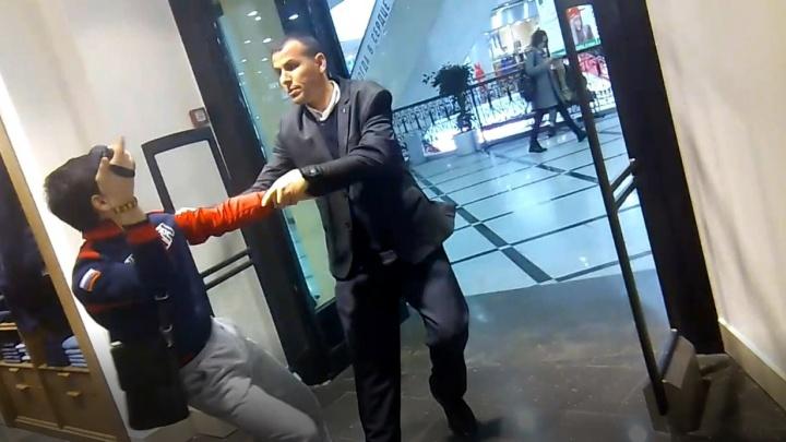 Охранники, силой вытащившие подростков-блогеров из магазина в «Гринвиче», ответят за побои