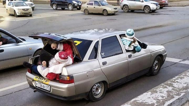 В Ростове оштрафовали водителя, который вез Деда Мороза в багажнике