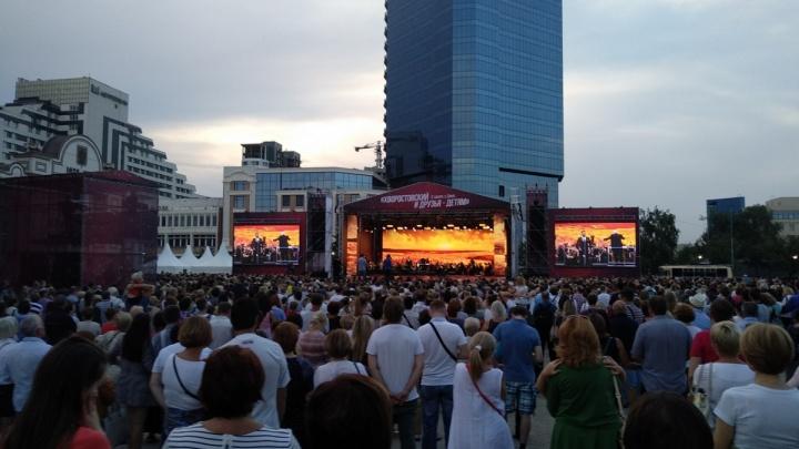 Смотрим и слушаем: каким красноярцы увидели концерт памяти Хворостовского