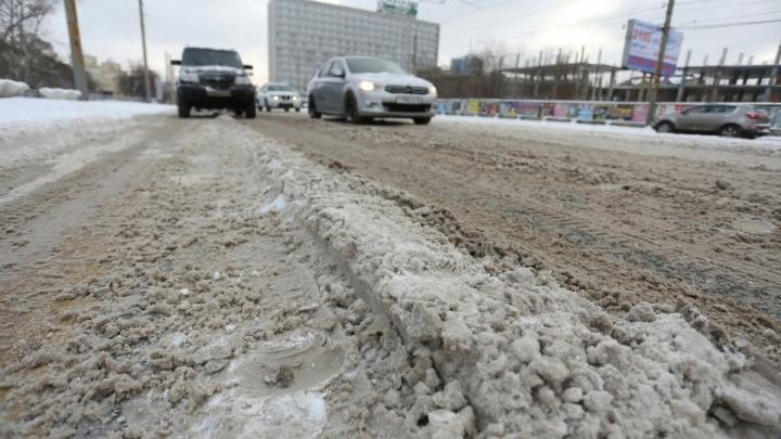 «Снежный накат и гололедица»: ГИБДД завела дело на «Южуралмост» за плохую уборку дорог в Челябинске