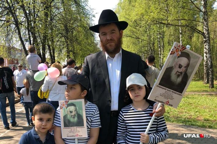 О войне раввин знает не понаслышке — его дедушка Ашер пережил блокаду Ленинграда